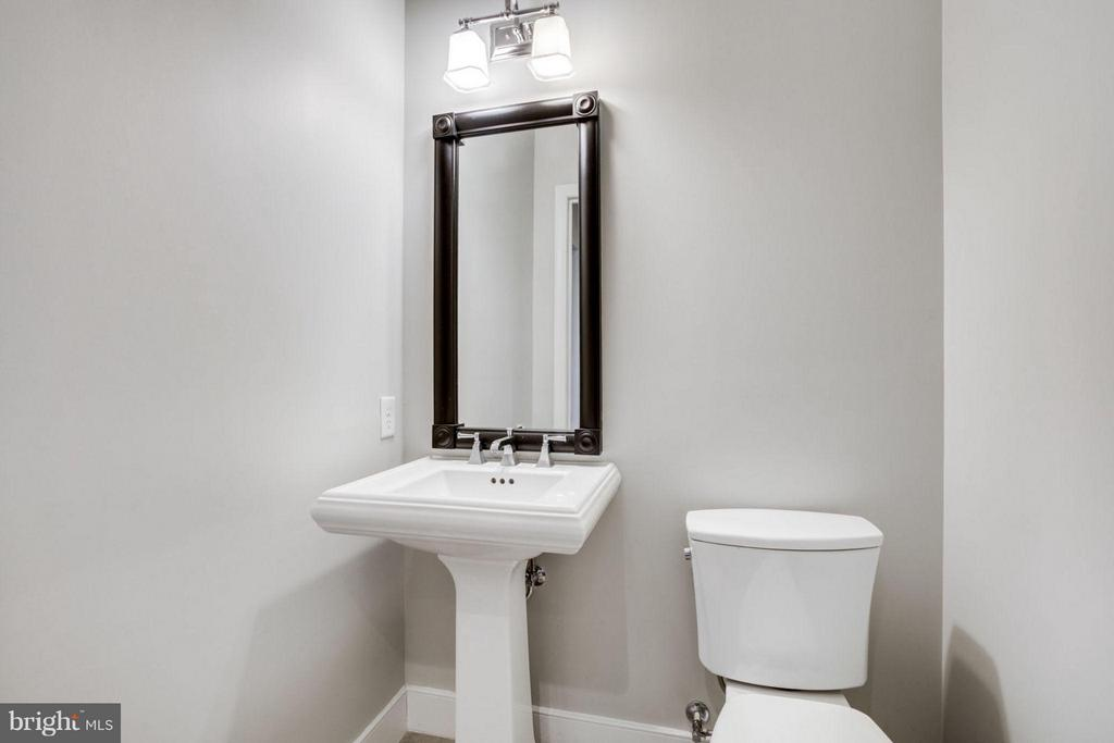 Guest Powder Room - 2702 LEE HWY #3B, ARLINGTON