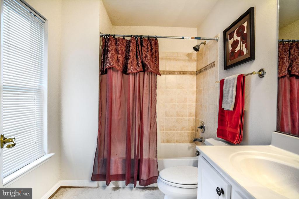Attached Bath to Bedroom #4 - 3321 LADY CATHERINE CIR, TRIANGLE