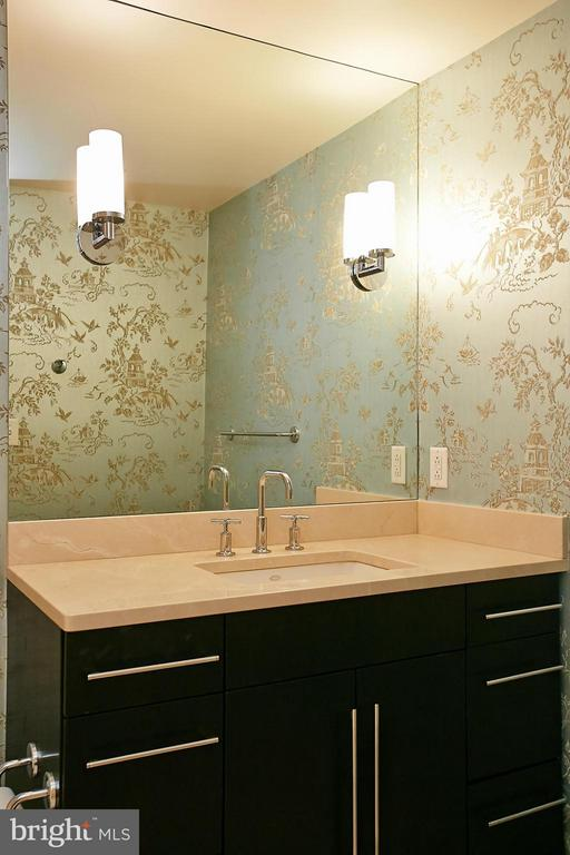 Bath off 2nd Bedroom - 1111 19TH ST N #1503, ARLINGTON