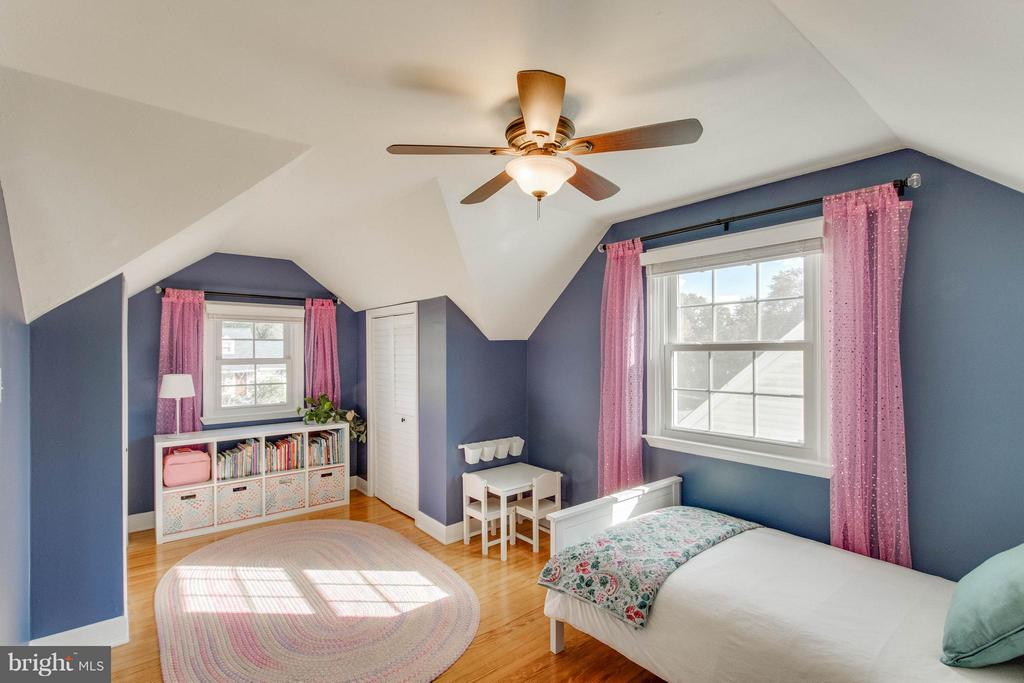 Ceiling fans in upper level bedrooms - 6928 COLUMBIA DR, ALEXANDRIA