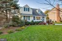Beautiful landscaping - 6928 COLUMBIA DR, ALEXANDRIA