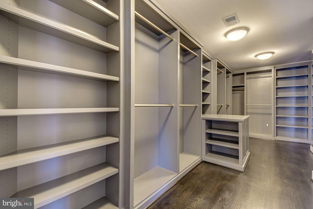 Master Closet - 3701 38TH ST N, ARLINGTON