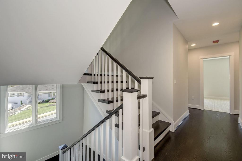 Upper Hallway - 3701 38TH ST N, ARLINGTON