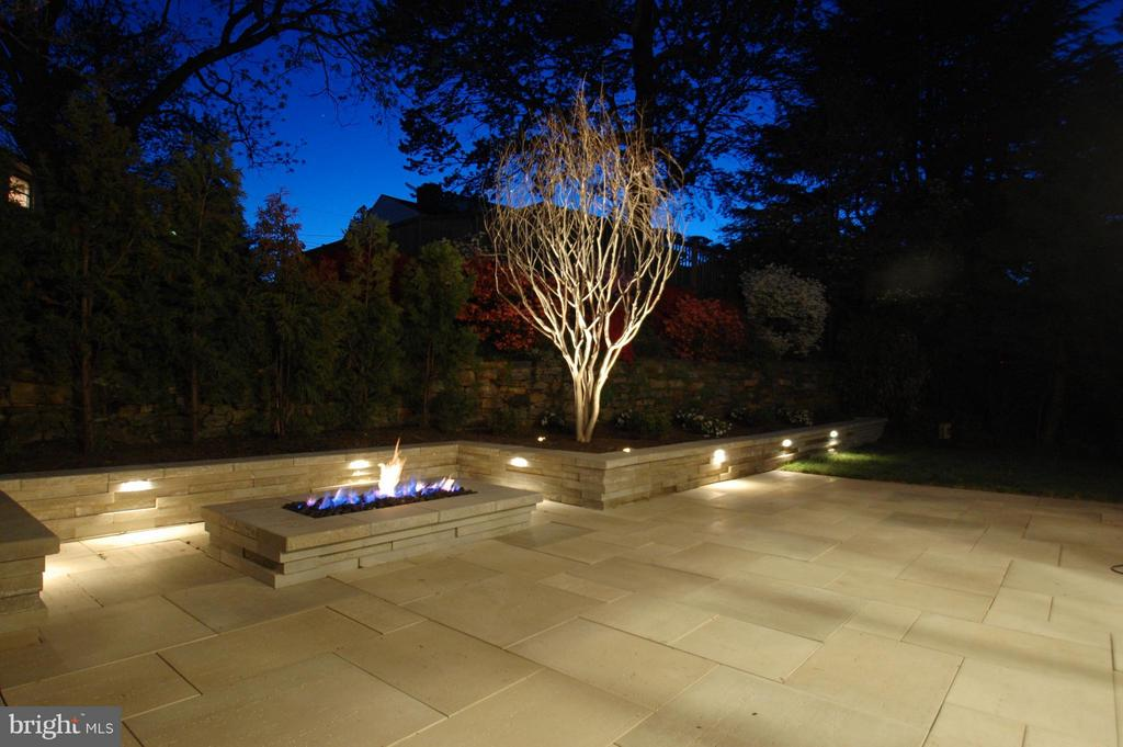 Stone patio with firepit and seating - 3701 38TH ST N, ARLINGTON