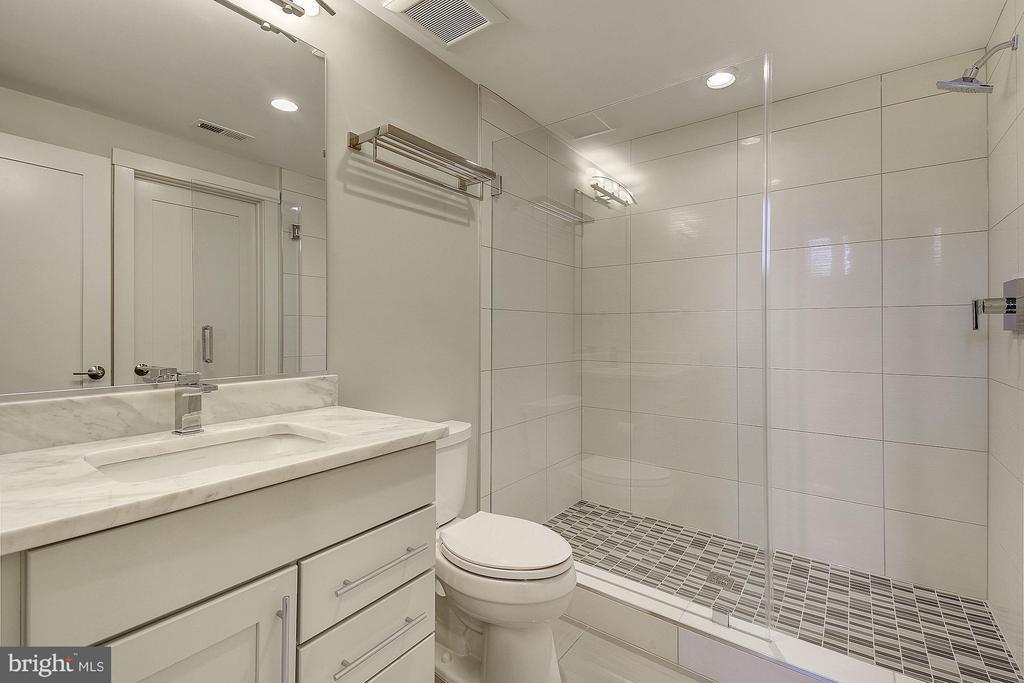 Bath - 3701 38TH ST N, ARLINGTON