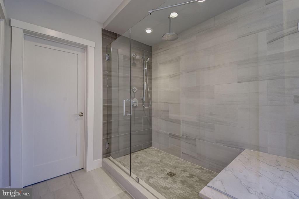 Bath (Master) - 3701 38TH ST N, ARLINGTON