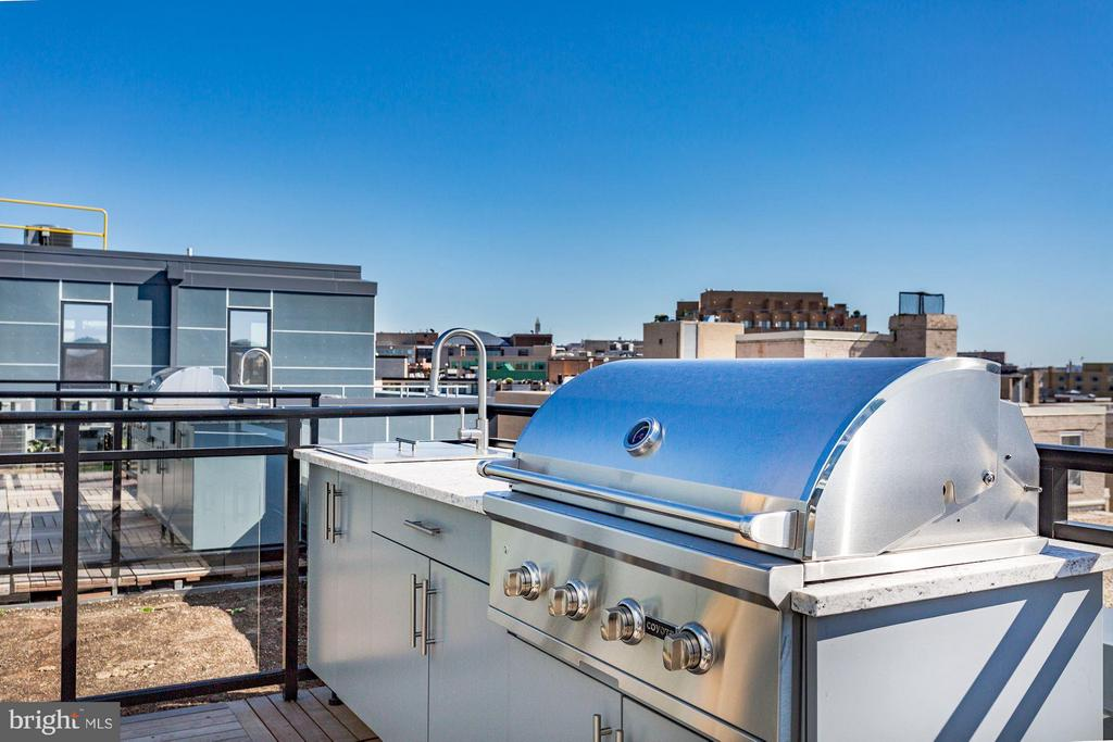 Private Penthouse Patio with piped-gas grill - 1427 RHODE ISLAND AVE NW #PH3, WASHINGTON