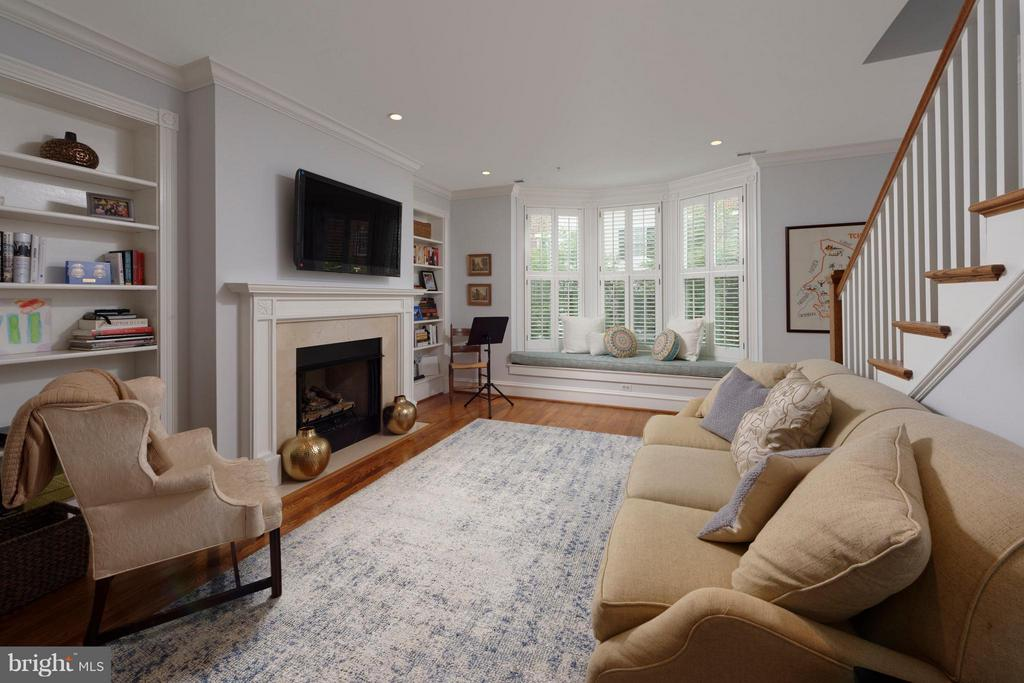 The family room features a lovely bay window seat - 711 UNION ST S, ALEXANDRIA