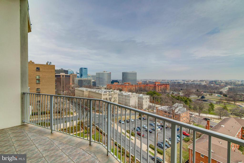 Balcony looking toward Rosslyn - 1200 NASH ST #830, ARLINGTON