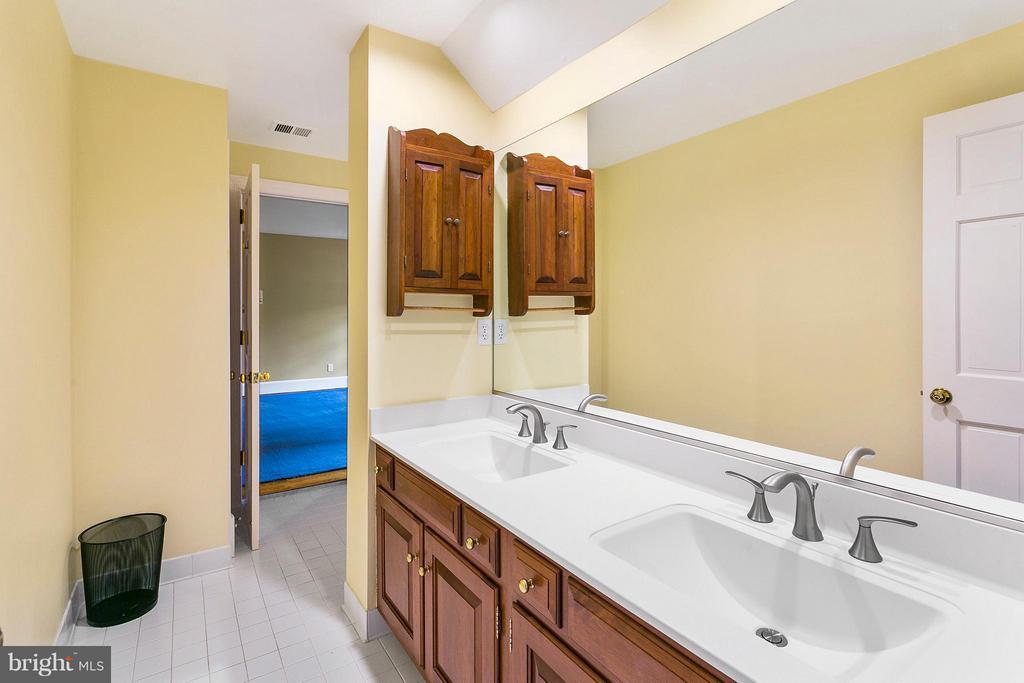 Bath - 3008 WEBER PL, OAKTON
