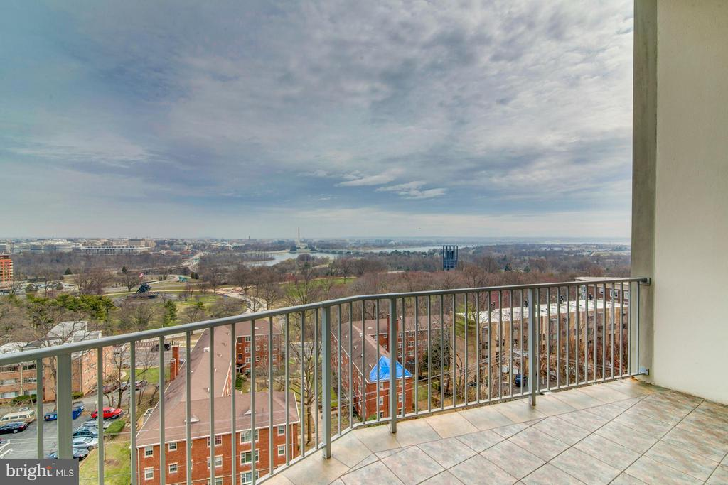 Spacious tiled balcony - 1200 NASH ST #830, ARLINGTON