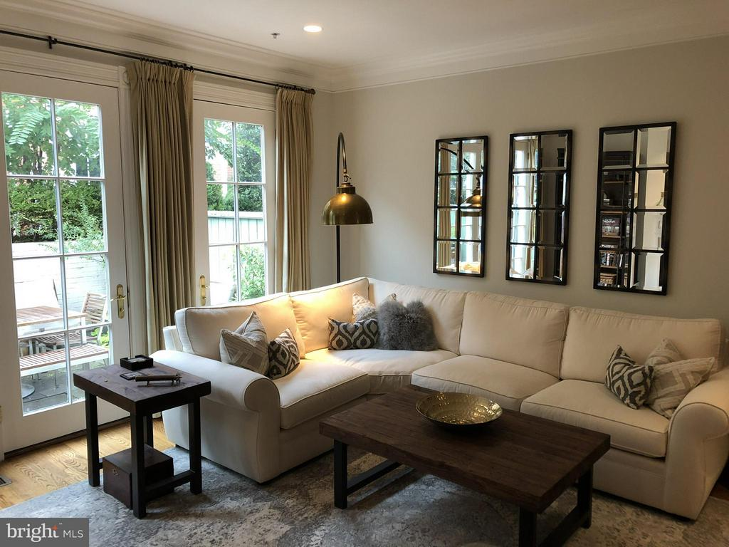 The inviting living room offers views of the patio - 711 UNION ST S, ALEXANDRIA