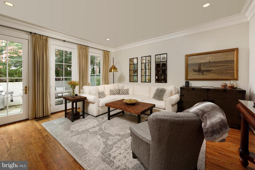 Three French doors lead to the private patio - 711 UNION ST S, ALEXANDRIA