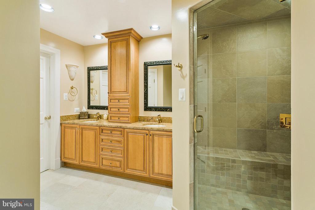 Bathroom in basement - 3008 WEBER PL, OAKTON