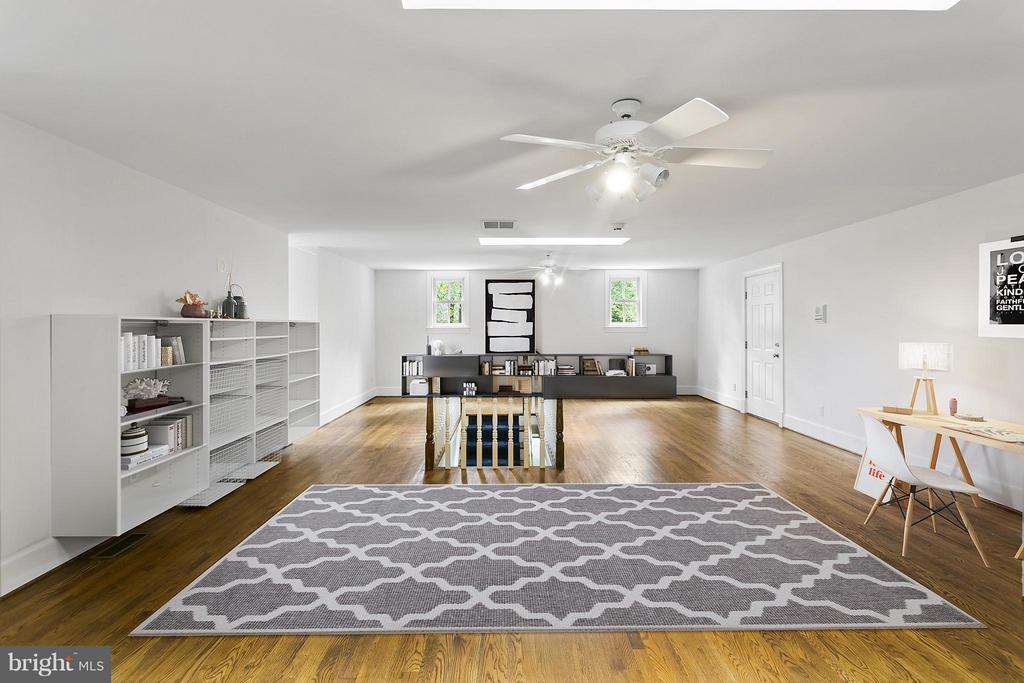 4th Level Loft - w/ bedroom and full bath - 3008 WEBER PL, OAKTON