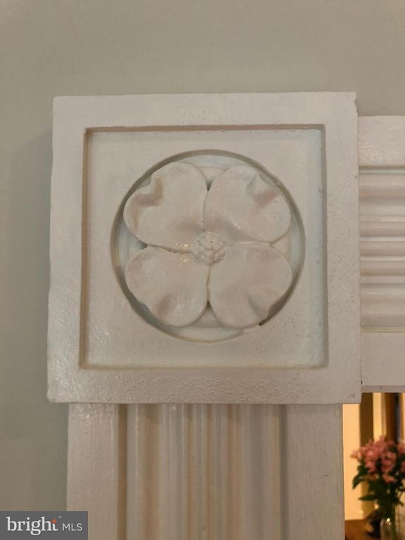 Detailed molding surround each door frame - 711 UNION ST S, ALEXANDRIA
