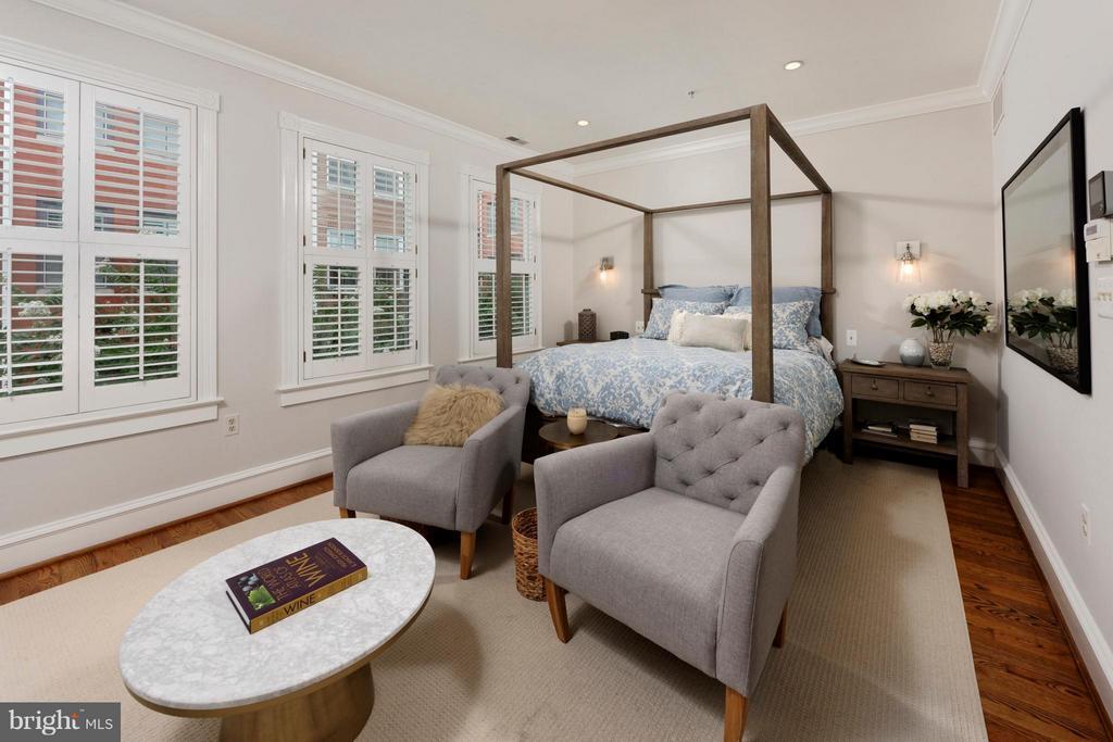 The spacious master ensuite includes three windows - 711 UNION ST S, ALEXANDRIA