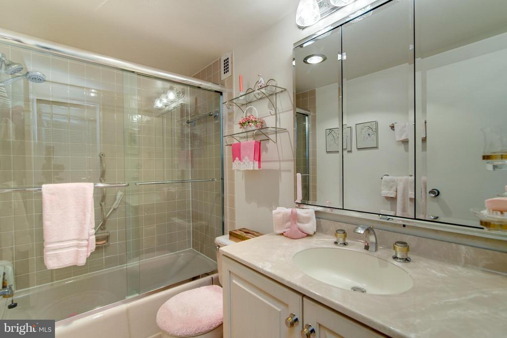 Bath (Master) - 1200 NASH ST #830, ARLINGTON