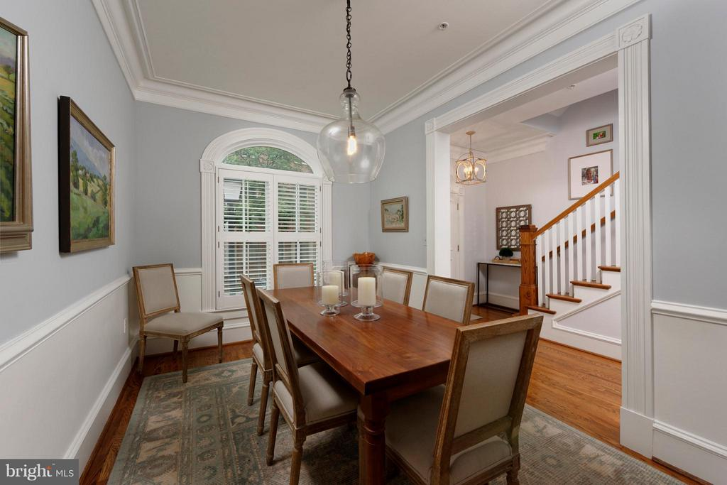 Arched window floods the room with natural light - 711 UNION ST S, ALEXANDRIA