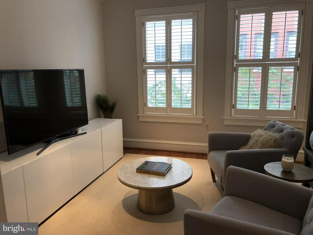 A lovely sitting area in the master bedroom - 711 UNION ST S, ALEXANDRIA