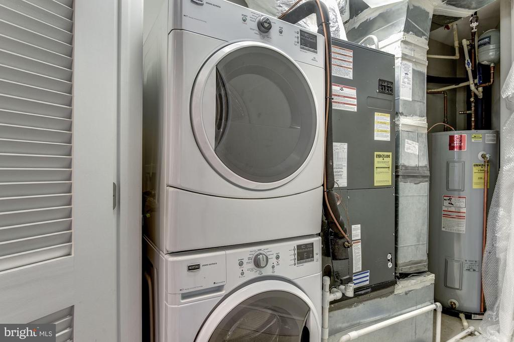 Full size washer and dryer - 2702 LEE HWY #2B, ARLINGTON