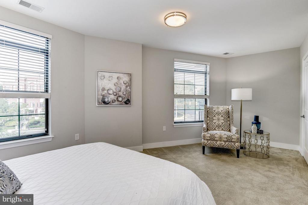 Bedroom (Master) - 2702 LEE HWY #2B, ARLINGTON