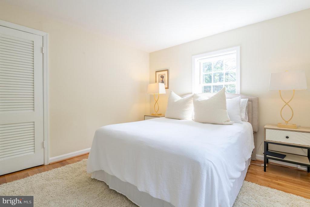 Master bedroom is calming - 6212 RANDALL CT, ALEXANDRIA