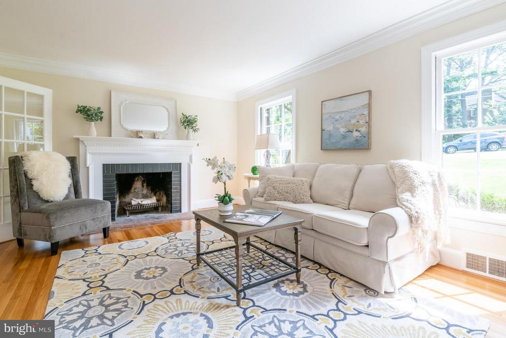 Formal entertaining in style - 6212 RANDALL CT, ALEXANDRIA