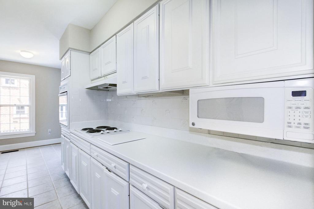 Kitchen - 1346 LYNNBROOK DR N, ARLINGTON