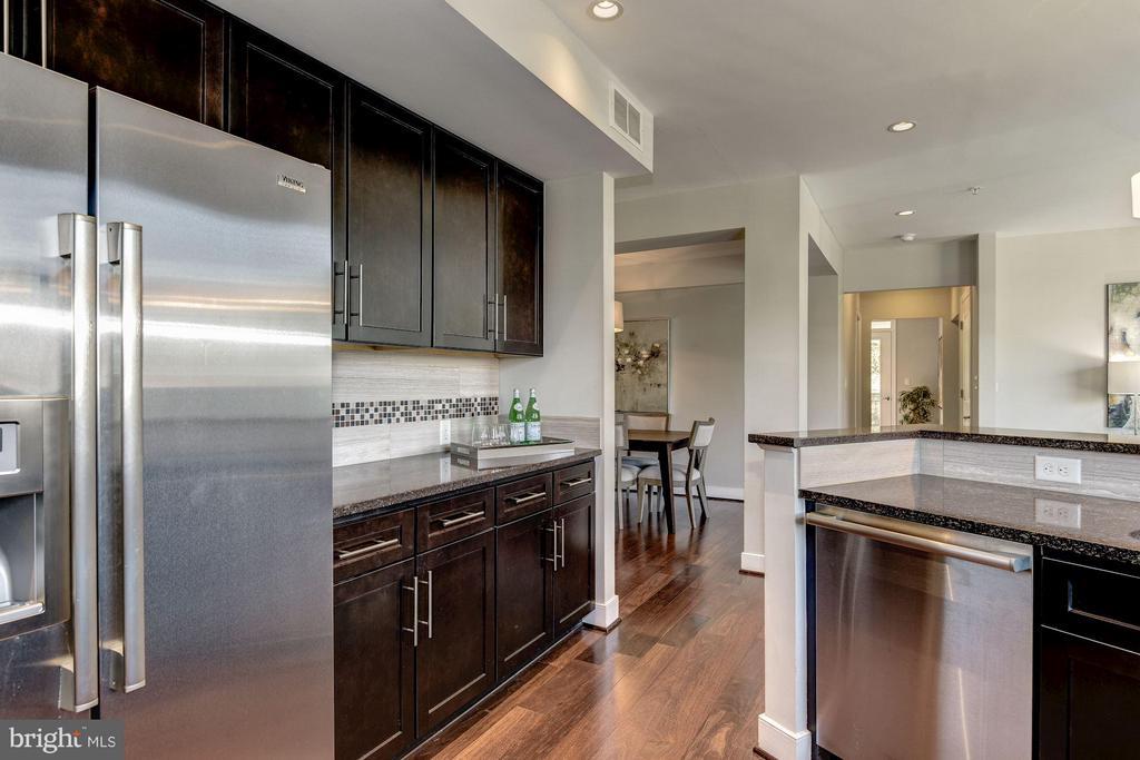 Kitchen - 2702 LEE HWY #2B, ARLINGTON