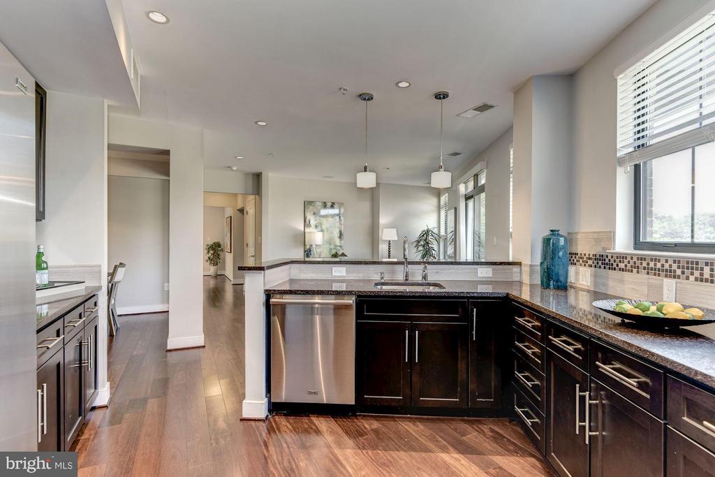 Room for multiple cooks! - 2702 LEE HWY #2B, ARLINGTON