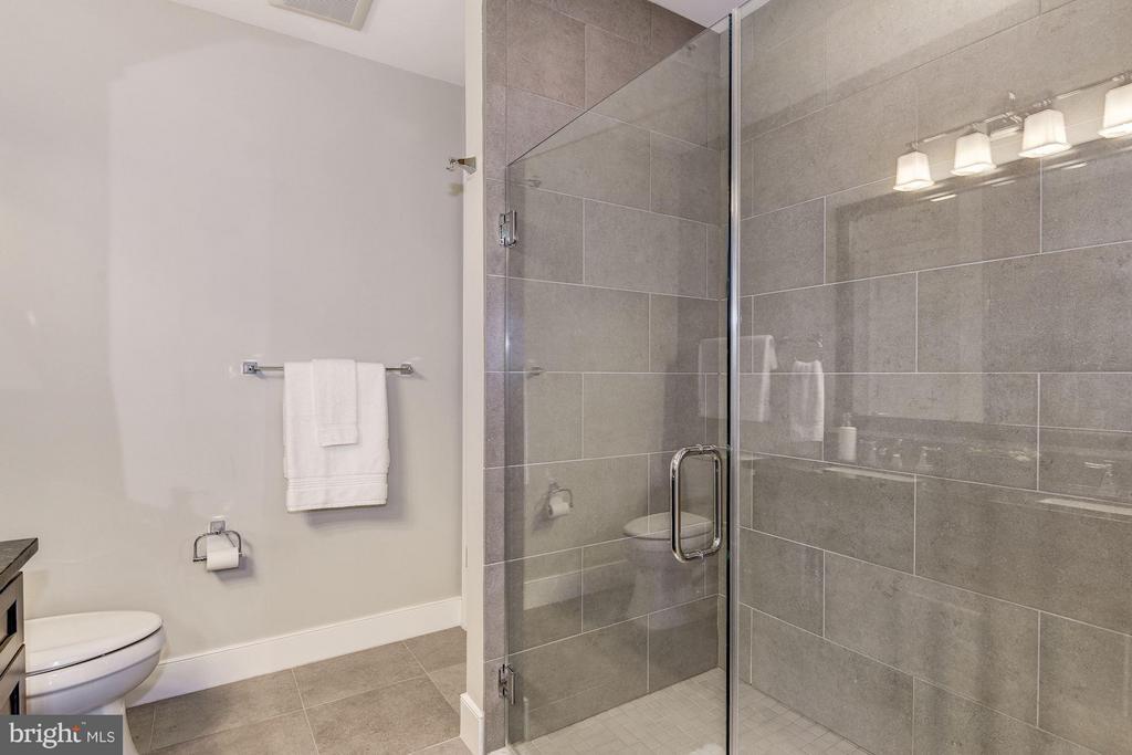 Bath (Master) - 2702 LEE HWY #2B, ARLINGTON