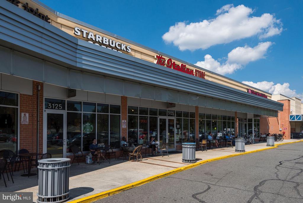 Lyon Village Center: Italian Store, Starbucks, CVS - 2702 LEE HWY #2B, ARLINGTON