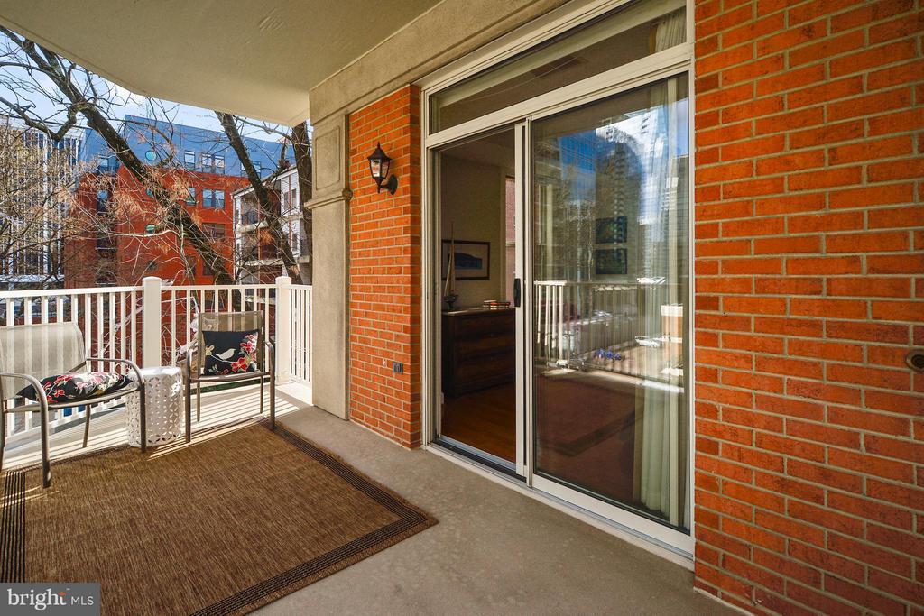 Balcony with Key Bridge Vistas - 1555 COLONIAL TER #501, ARLINGTON