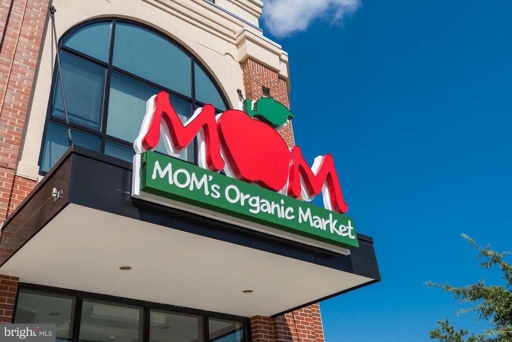 Choose Mom's; Giant; Harris Teeter, Whole Foods - 2702 LEE HWY #2B, ARLINGTON