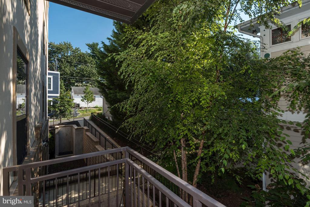 Den balcony view - 2702 LEE HWY #2B, ARLINGTON