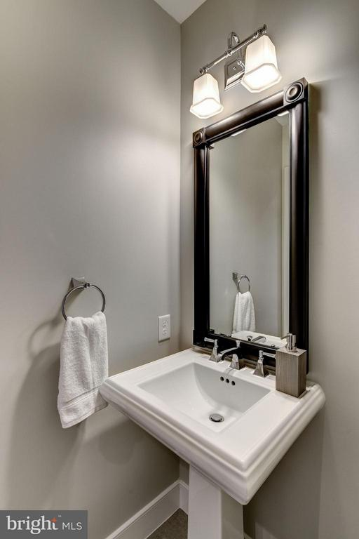 Half bath for guests - 2702 LEE HWY #2B, ARLINGTON