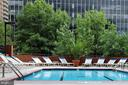 Outdoor pool with sun deck and loungers - 1001 RANDOLPH ST N #722, ARLINGTON