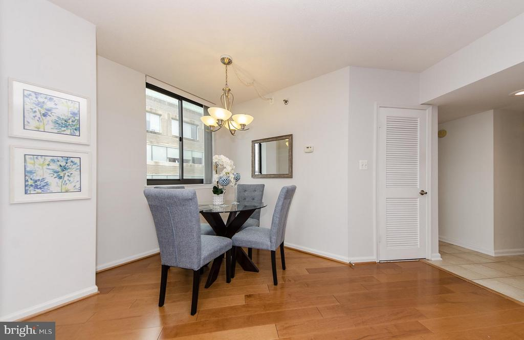 This floor plan offers a unique dining area - 1001 RANDOLPH ST N #722, ARLINGTON