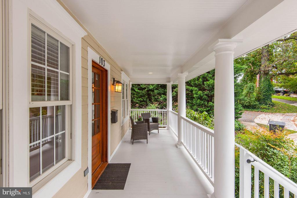 Enjoy relaxing on your front porch. - 103 CLEVELAND ST, ARLINGTON