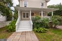 Sweeping front porch welcomes you home - 103 CLEVELAND ST, ARLINGTON