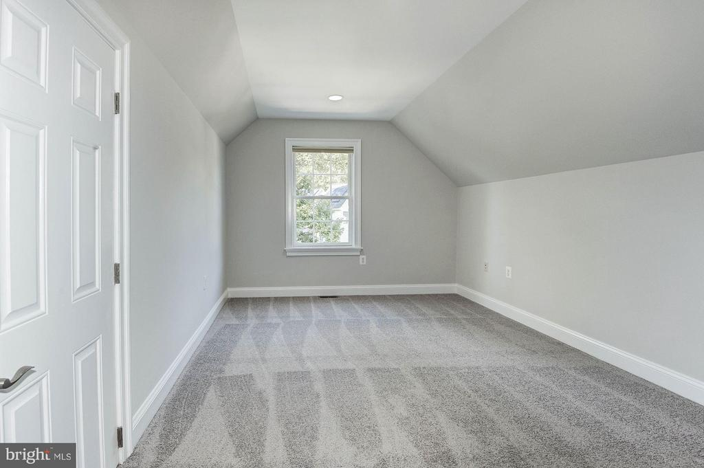 3rd level rec room - 103 CLEVELAND ST, ARLINGTON