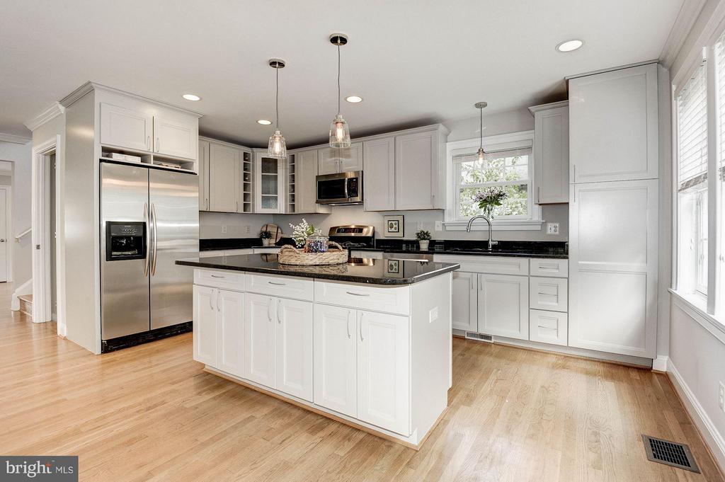 Modern kitchen with lots of storage. - 103 CLEVELAND ST, ARLINGTON