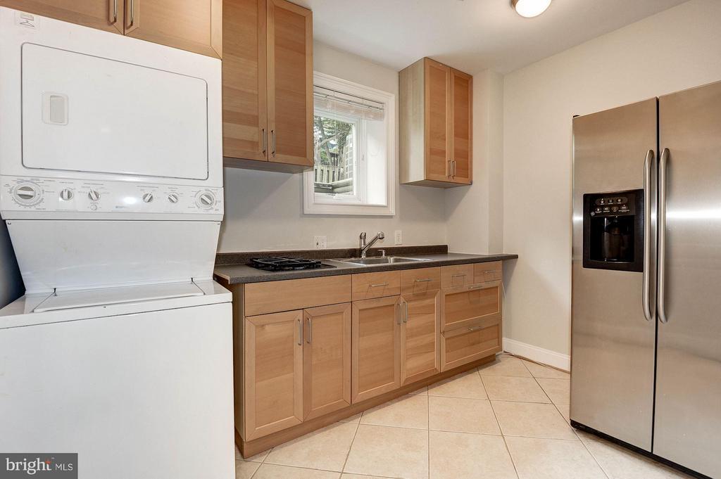 Lower level kitchenette - 103 CLEVELAND ST, ARLINGTON