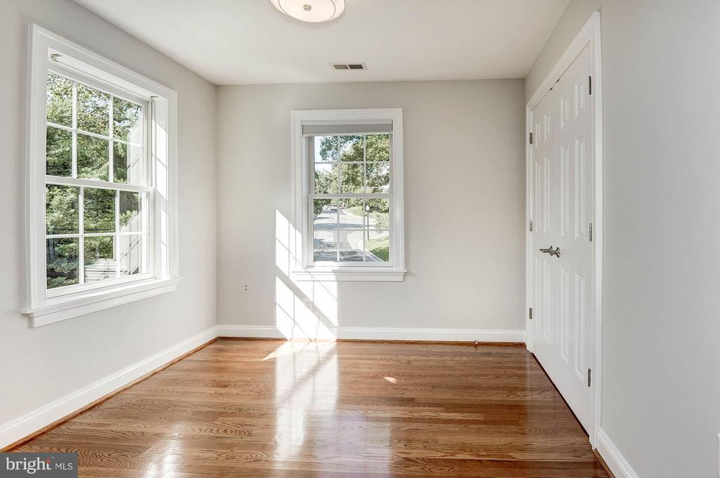 3rd Bedroom on second level - 103 CLEVELAND ST, ARLINGTON