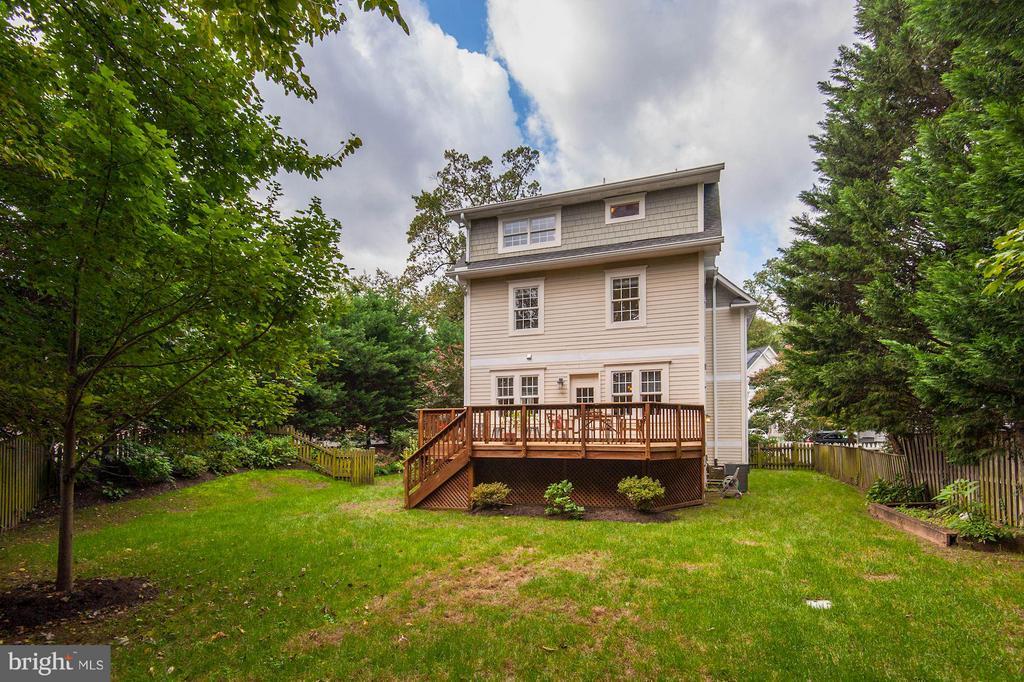 Flat and fenced backyard - 103 CLEVELAND ST, ARLINGTON