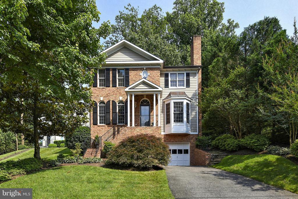 6025  GROVE DRIVE, Alexandria, Virginia