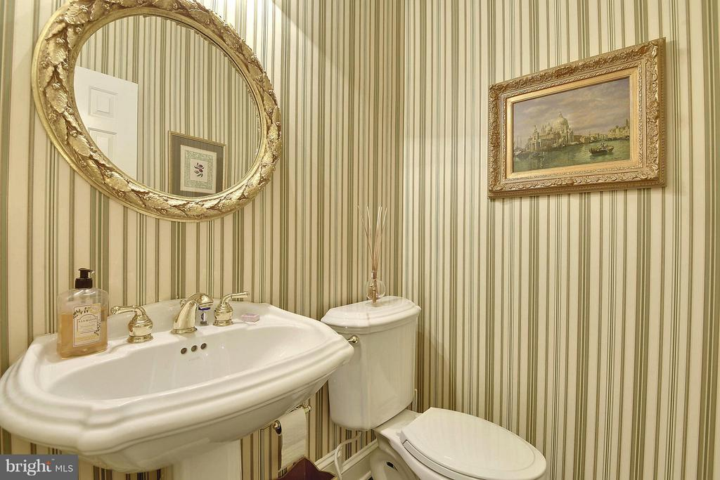 Powder Room - 6025 GROVE DR, ALEXANDRIA