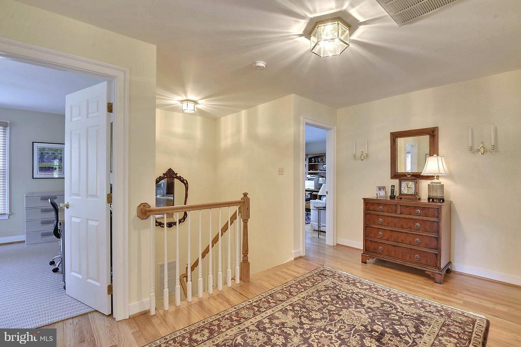 Upper Level Hall - 6025 GROVE DR, ALEXANDRIA
