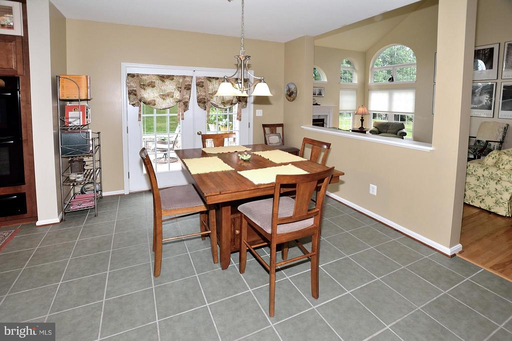 Eat in Space in Kitchen - 5211 TULIP LEAF CT, CENTREVILLE